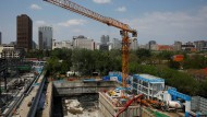 In Peking wird wieder gebaut. Trotz des Wirtschaftseinbruchs hat die Volksrepublik das Schlimmste der Krise hinter sich.