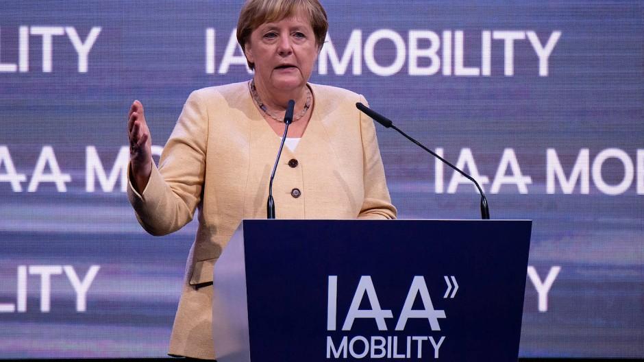 Bayern, München: Bundeskanzlerin Angela Merkel (CDU), nimmt an der Eröffnung der Internationalen Automobil-Ausstellung (IAA Mobility) teil.
