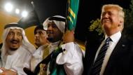 Trump schließt Rüstungsdeal in Saudi-Arabien
