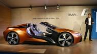 Ein bisschen Show darf es auch beim traditionsreichen Autobauer geben: Der BMW i Vision Future Interaction hat keine Türen.