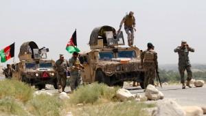 """Islamischer Staat"" erobert wichtigen Taliban-Stützpunkt"