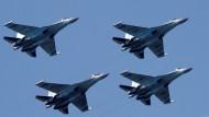 Teil des geplanten russisch-chinesischen Waffen-Deals: Kampfflugzeuge des Typs SU-35 (Archivbild)