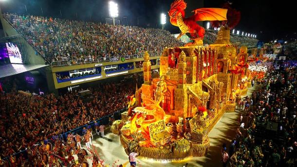 Legendäre Karnevals-Parade in Rio
