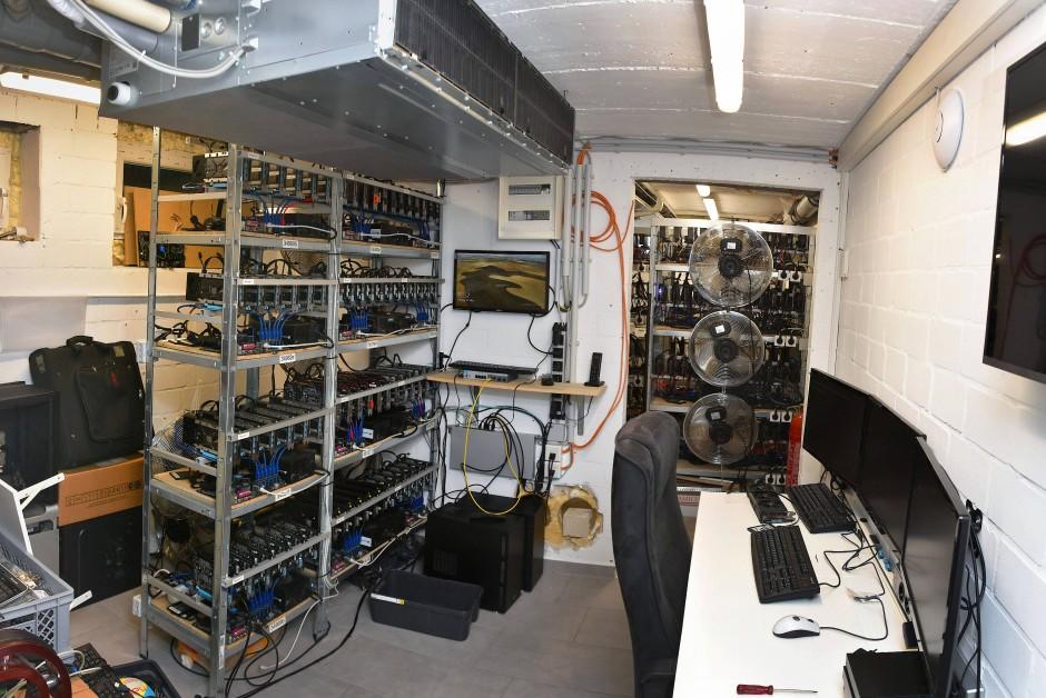 Hochprofessionell eingerichtet: Der Serverraum von Adrian V.