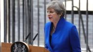 May will bleiben und Brexit-Verhandlungen führen