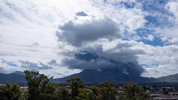 Mount Aso in Japan abermals ausgebrochen