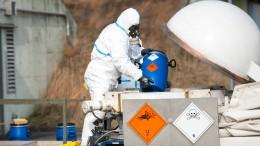 Mitarbeiter müssen nach Chemikalien-Austritt ins Krankenhaus