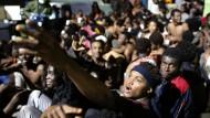 Hunderte überwinden Grenzzaun bei Ceuta