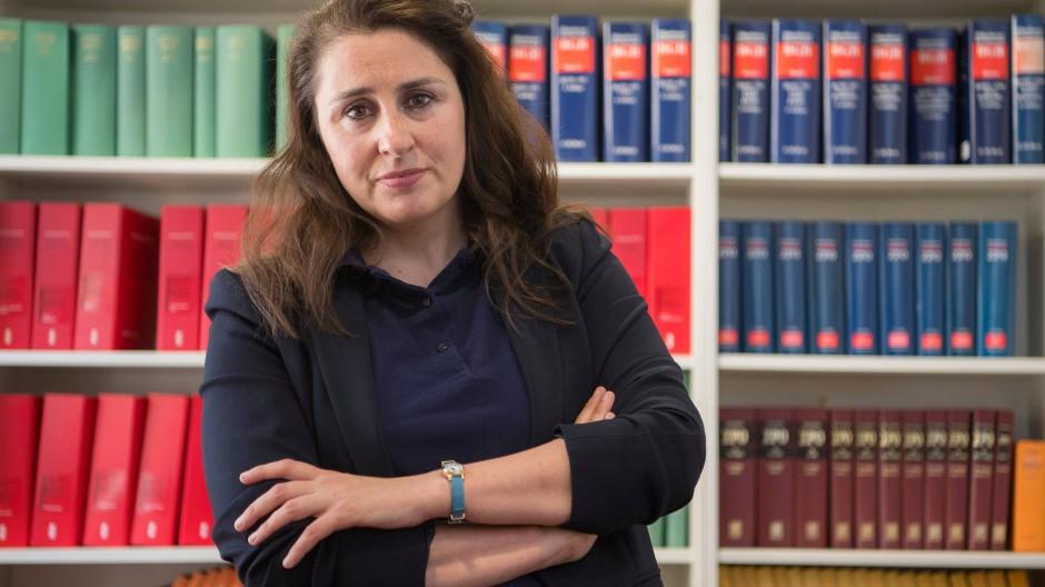 Die Frankfurter Anwältin Seda Basay-Yildiz wurde in mehreren Schreiben mit dem Tod bedroht.