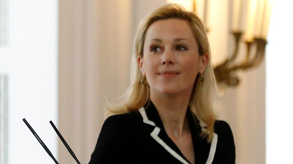 """Während ihr Mann modisch """"middle of the road"""" blieb, setzte Bettina Wulff gekonnt ein starkes Zeichen des """"political dressing""""."""