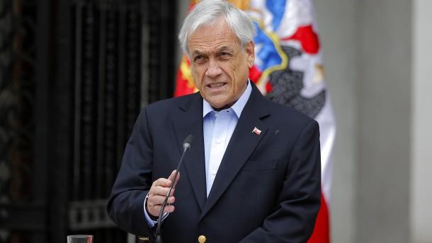 Präsident Piñera will komplettes Kabinett auswechseln
