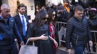 Fotografen lichten Herzogin Meghan Markle dabei ab, wie sie ihr Hotel in New York verlässt.