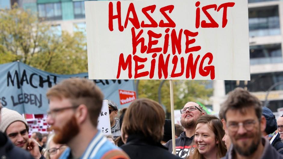 Gemeinsam gegen Hass im Netz: Demonstranten bei einer Kundgebung 2018 in Hamburg
