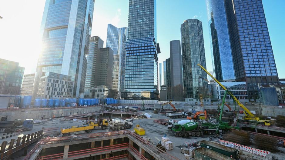 Baustelle in Frankfurt: Im November waren Baufahrzeuge für das Projekt Four im Einsatz.
