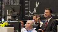 Belohnt fürs höhere Risiko: Zuletzt war die Aktie die bessere Variante im Vergleich zur Anleihe.