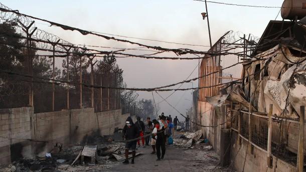 Flüchtlingslager Moria fast völlig zerstört