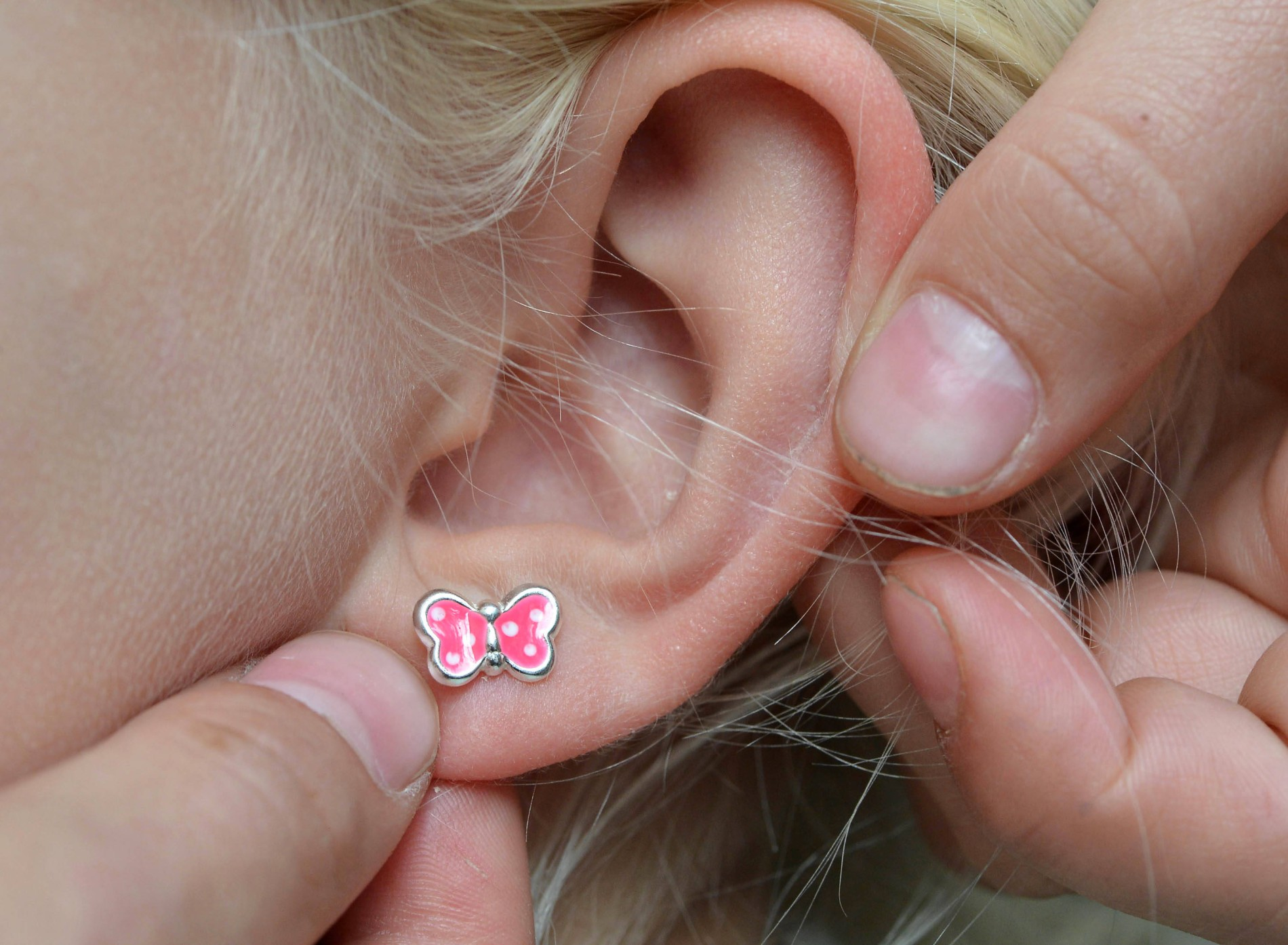 Löcher ohrringe 3 Ohrringe einstecken