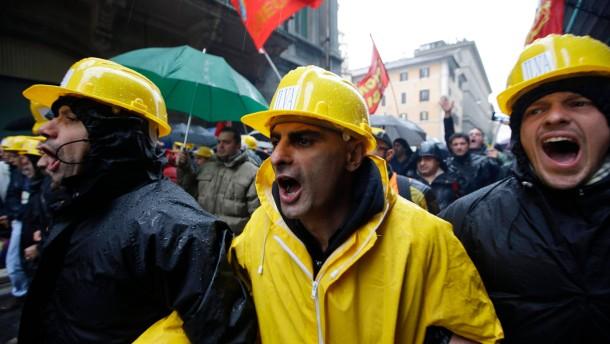 APTOPIX Italy Plant Shutdown