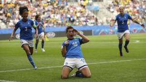 Italien und England im Achtelfinale, Japan mit erstem Sieg