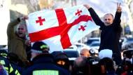 Unterstützer der Opposition am Dienstag bei der Demonstration in Tiflis