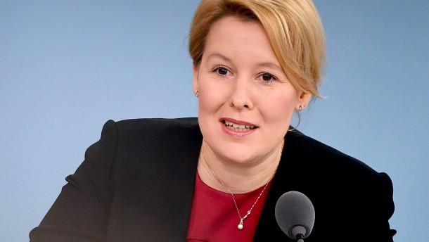 Ministerin Giffey kündigt Reformen im Unterhaltsrecht an