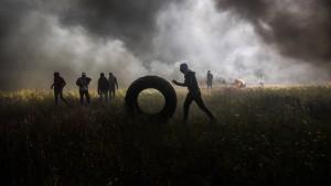 Brennende Reifen und tote Demonstranten