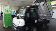 Kleiner Strom: Ein elektrisch angetriebener Transporter zur Pflege von Garten und Parks.