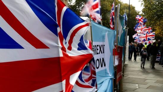 Britisches Unterhaus stimmt für Neuwahlen