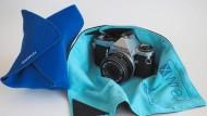 Eingepackt: Xwrap und Novoflex sollen die Kamera schützen.