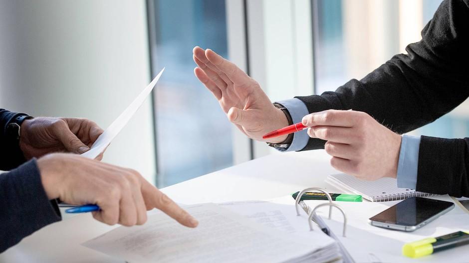 Entscheiden ist die Einsicht, welche Verträge notwendig oder überflüssig sind: Hier heißt das Gebot der Stunde nicht Altersvorsorge, sondern Risikoabsicherung und Eigenheimfinanzierung.