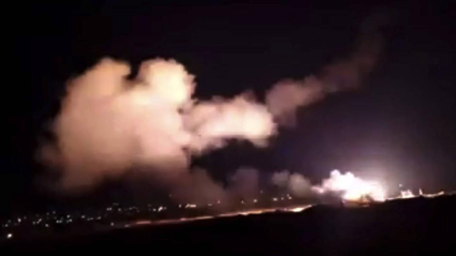 Videostandbild von Raketen am Himmel in der Nähe von Damaskus im Dezember 2018