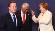 Angela Merkel mit David Cameron (links) und dem portugiesischen Premierminister Antonio Costa in Brüssel