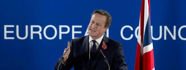 Der britische Premierminister David Cameron spricht nach dem EU-Gipfel in Brüssel bei einer Pressekonferenz.