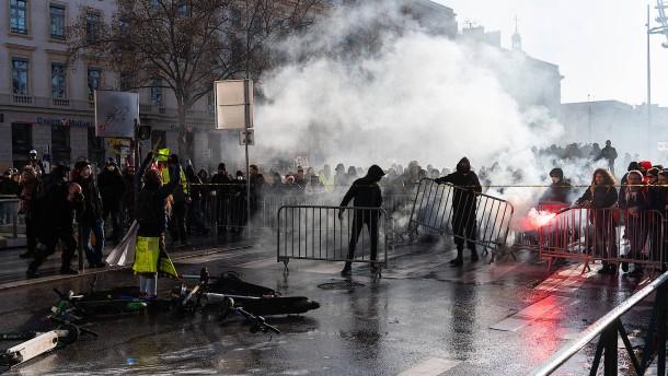 Gewerkschaften protestieren weiter gegen Rentenreform in Frankreich