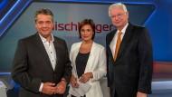 Ex-Außenminister Sigmar Gabriel (links) und der ehemalige hessische Ministerpräsident Roland Koch (rechts) zu Gast bei Sandra Maischberger