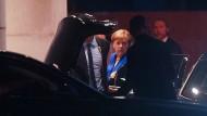Auf zum nächsten Gespräch: Merkel am Bundeskanzleramt vor dem Koalitionsausschuss mit der SPD