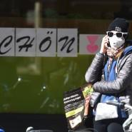 Der Spaziergang in der Mittagspause lässt sich gut für ein Telefonat nutzen.