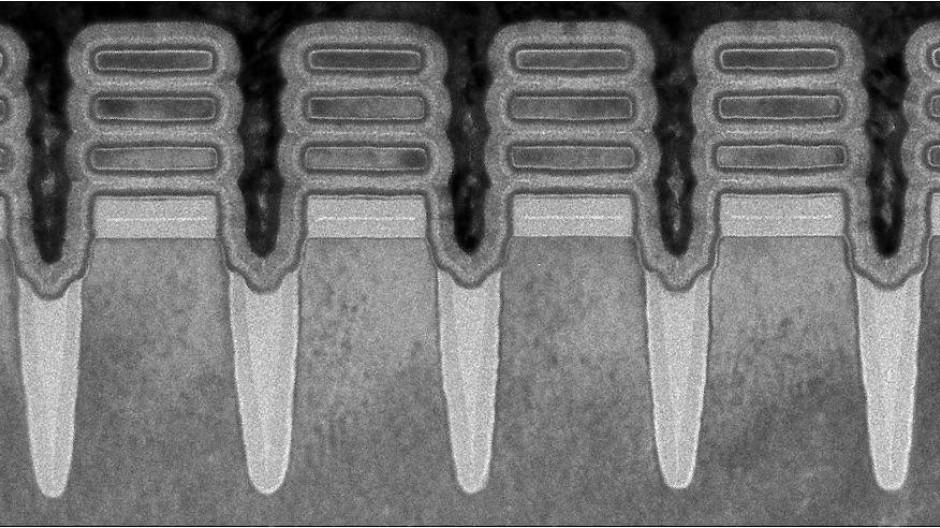 """Chip unter dem Mikroskop: Die sogenannten """"2nm Nanosheet Devices"""""""
