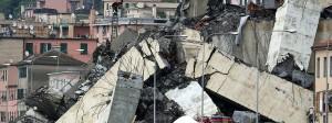 Die Fahrbahnen stürzten an der Unglücksstelle aus rund 40 Metern Höhe in die Tiefe.