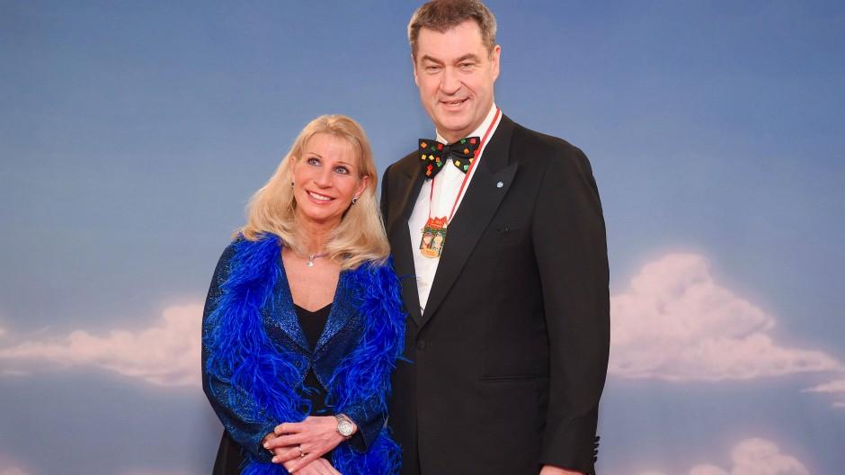 Vorsicht vor der Sonne: Karin und Markus Söder