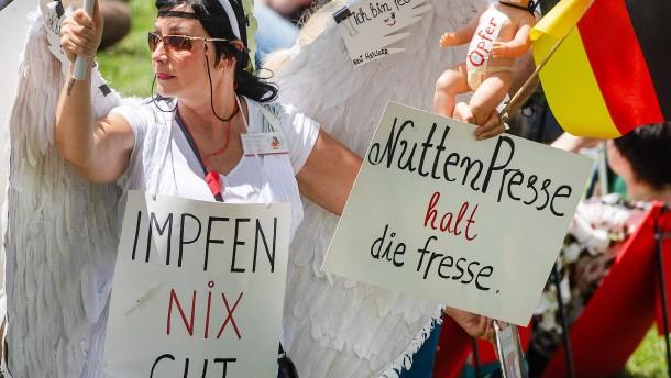 """Seehofer warnt vor Radikalisierung der """"Querdenker"""""""