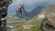 Kenny Belaey – Ein Mountainbiker auf der Slackline
