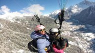 Nervenkitzel beim Paragliding in den Alpen