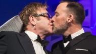 Elton John hat offiziell geheiratet