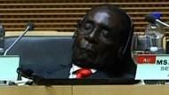 Mugabe schläft bei Gipfeltreffen ein