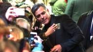 Ein Selfie mit George Clooney zur Berlinale-Eröffnung