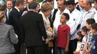Merkel besucht Flüchtlingslager in der Türkei