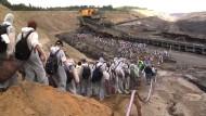 Braunkohlegegner besetzen Tagebau in der Lausitz
