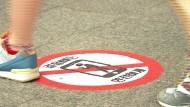 Straßenschilder gegen Smartphones in Südkorea