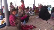 Tausende Menschen fliehen vor Kämpfen bei Mossul